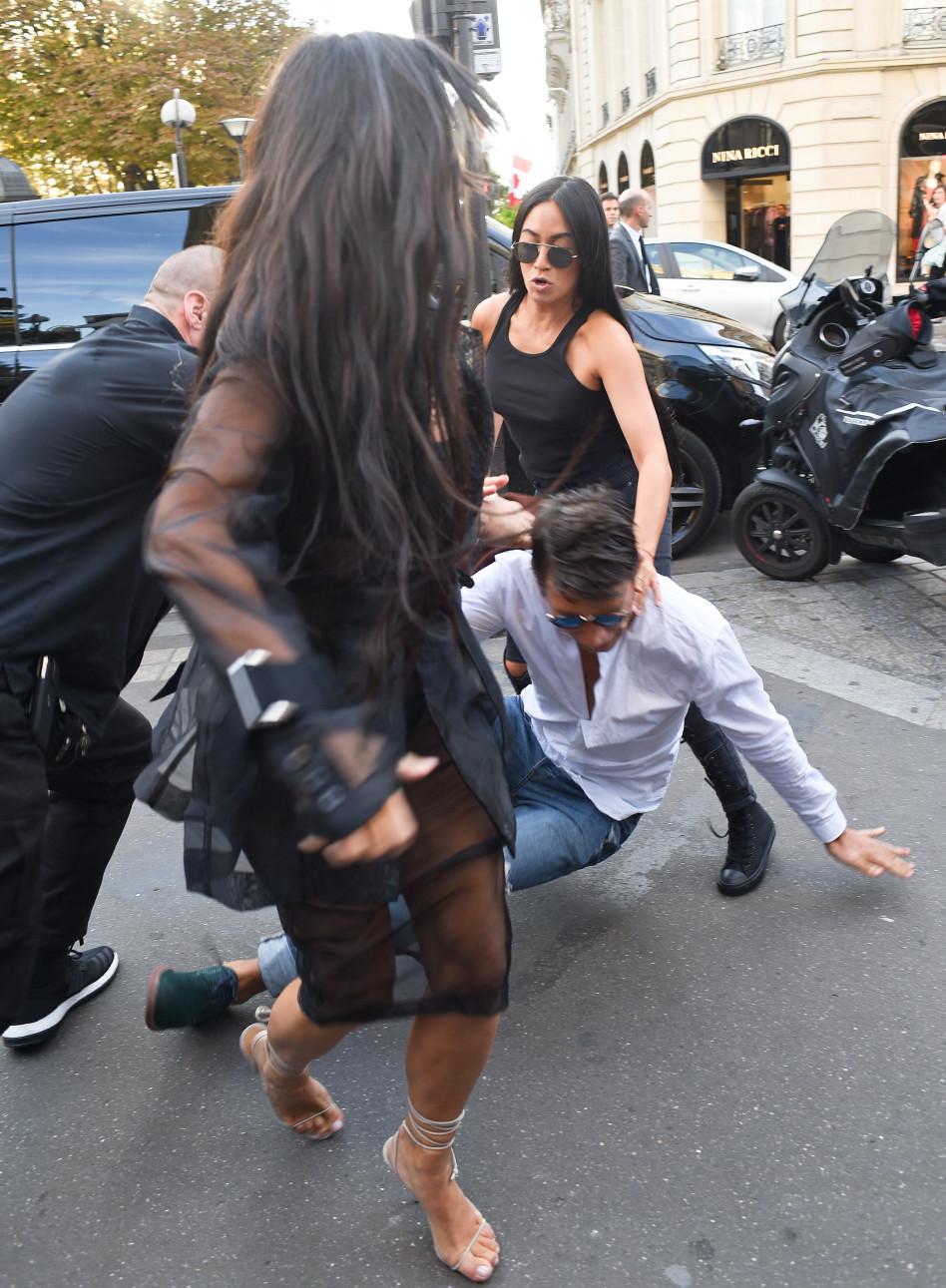 עושה את העבודה? פסקל דובייר מפיל מטריד משוגע, בשעה שקרדשיאן שוהה בפריז (Splashnews)