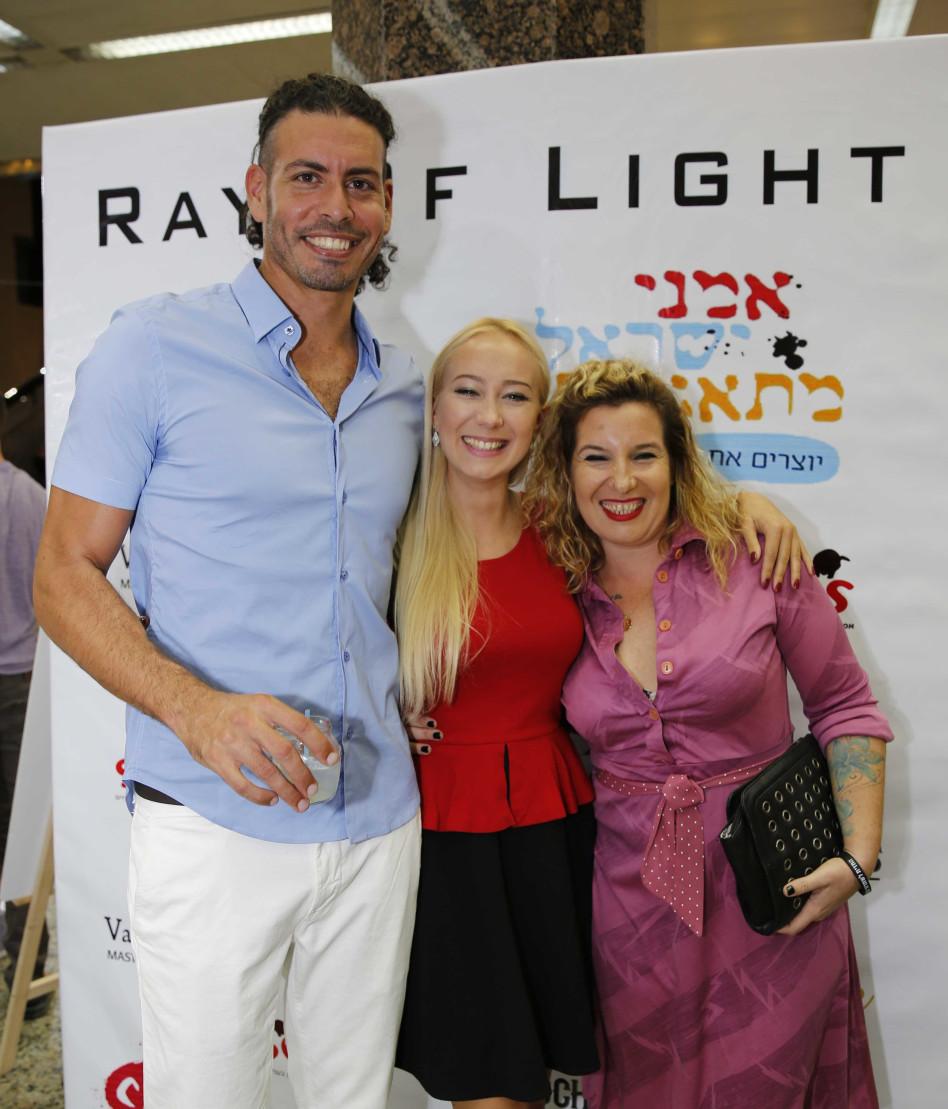האמן ובת הזוג. ריי מאור עם חברתו וטל גלבוע (צילום: גיא יחיאלי)