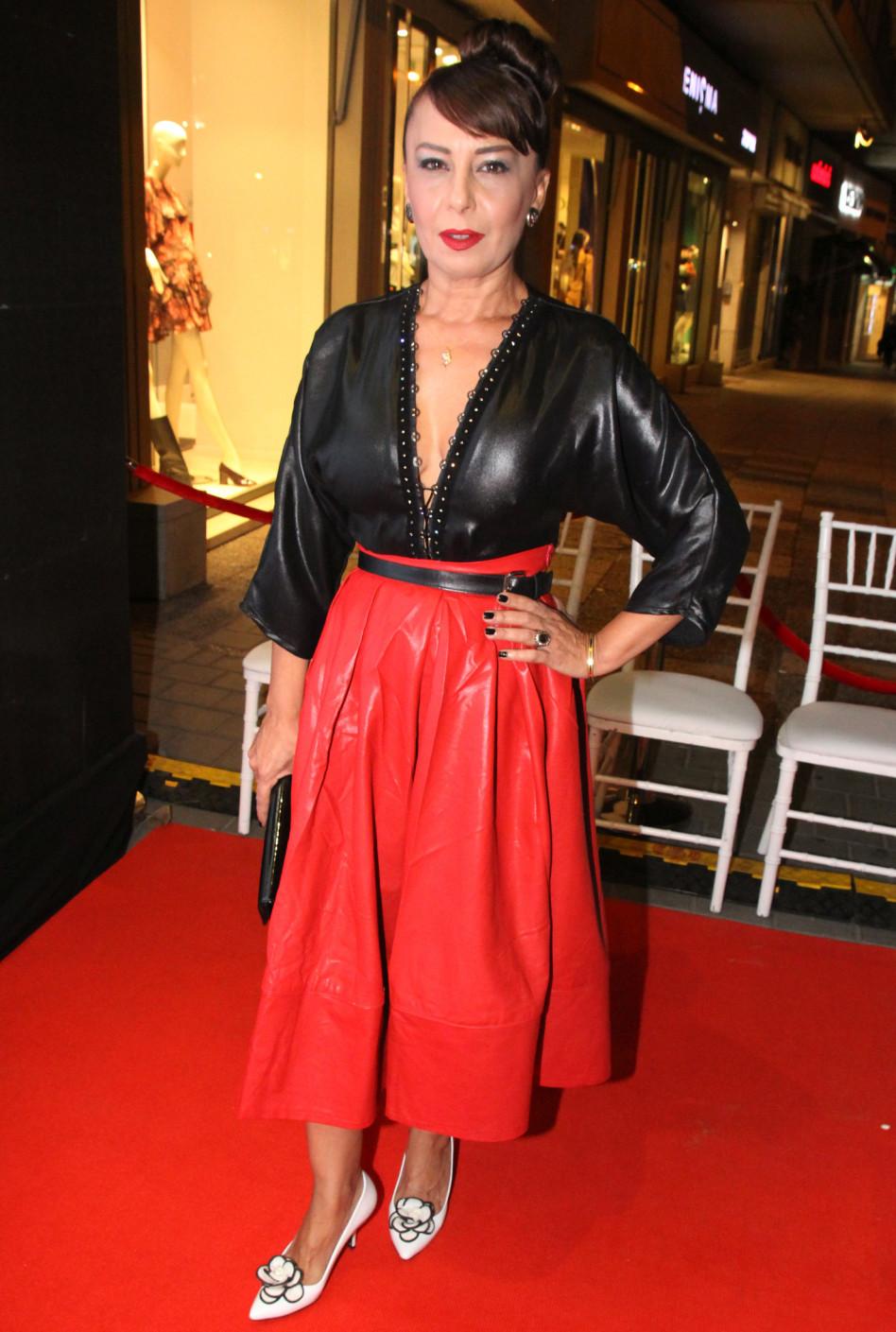 בחצאית אדומה. אוולין הגואל