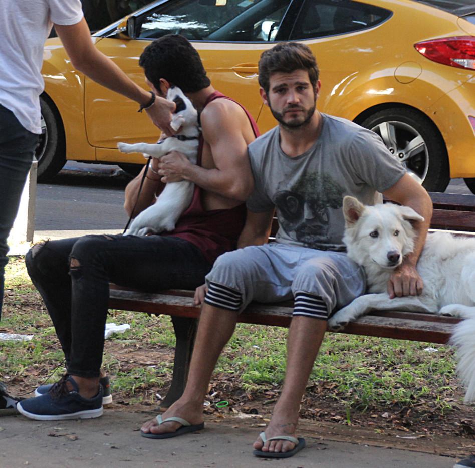 הכלב שלו מביא את הבנים ללטף! חיון מפרגן