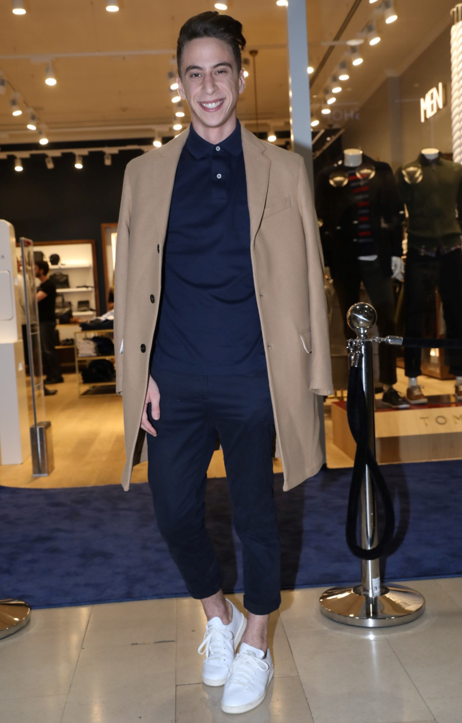 נושא גלימה, סליחה, מעיל. טום באום