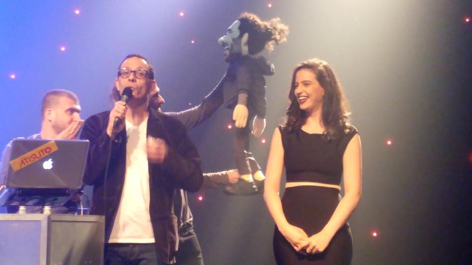על הבמה. קורין וארז טל