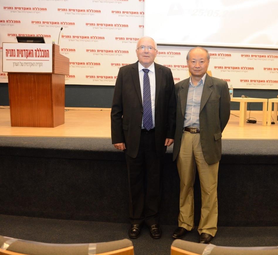 ג'אן יונג-סין וצבי ארד  (צילום: אייל רוכסר)