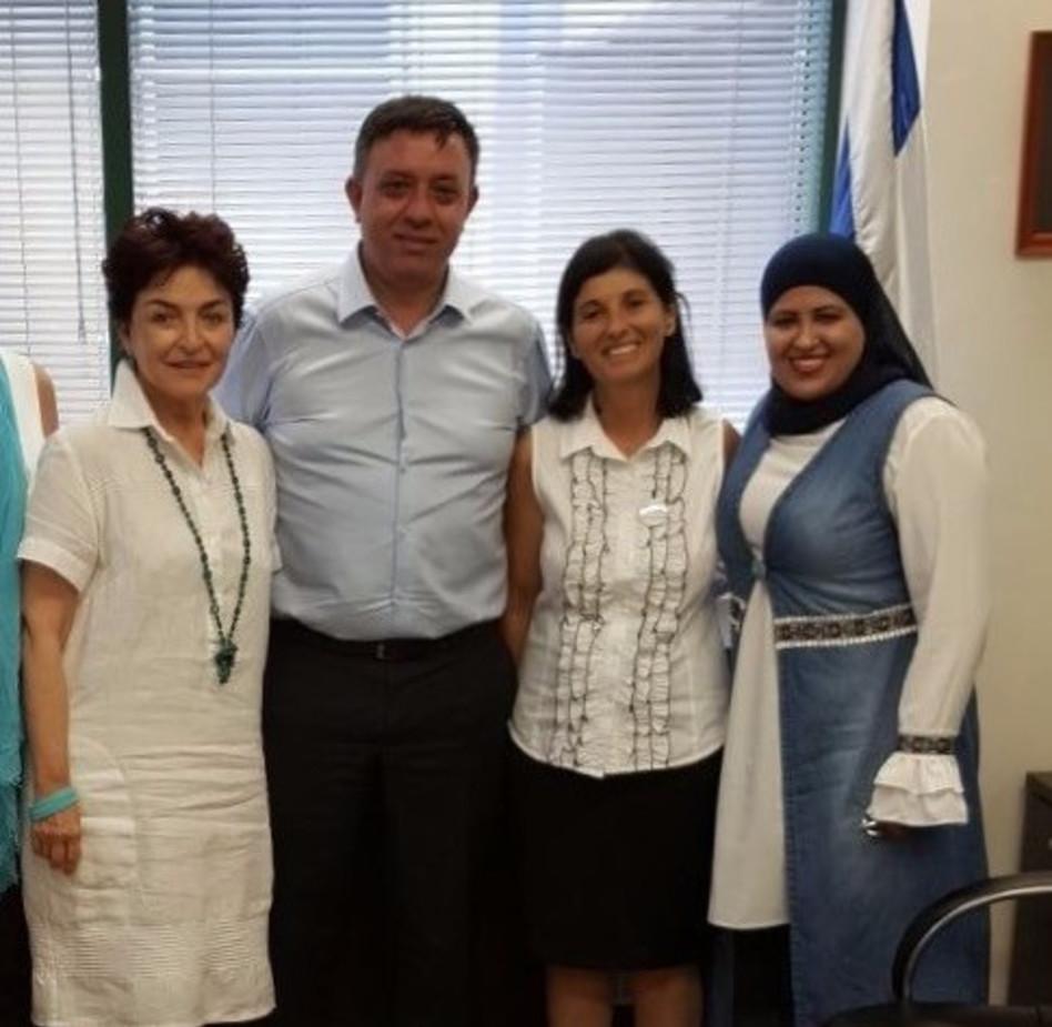 מנאר אבו דחל, מרילין סמדג'ה, אבי גבאי וסביונה רוטלוי (צילום: נשים עושות שלום)
