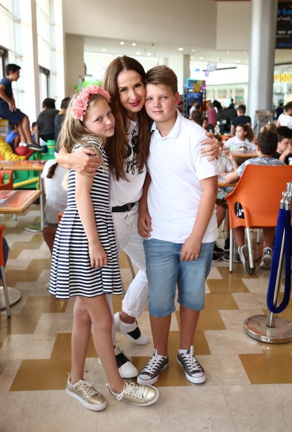משפחה לתפארת. לאה שנירר עם מיה ורפאל (צילום: אלירן אביטל)