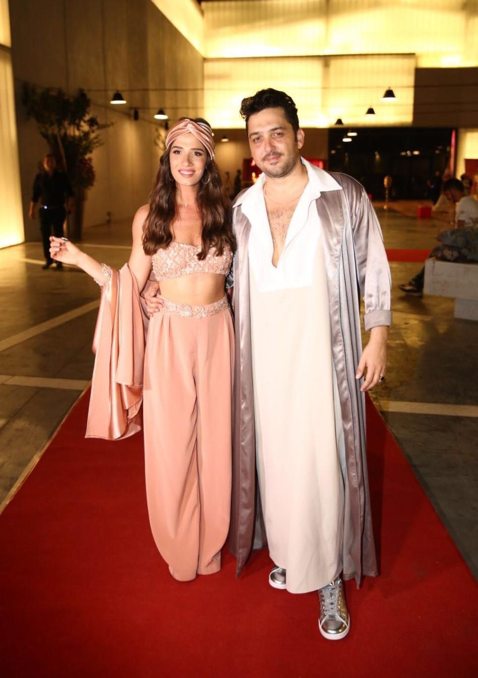 מהלבוש המזרחי ללבוש אסייתי. חן אמסלם ומאור זגורי (צילום: אלירן אביטל)