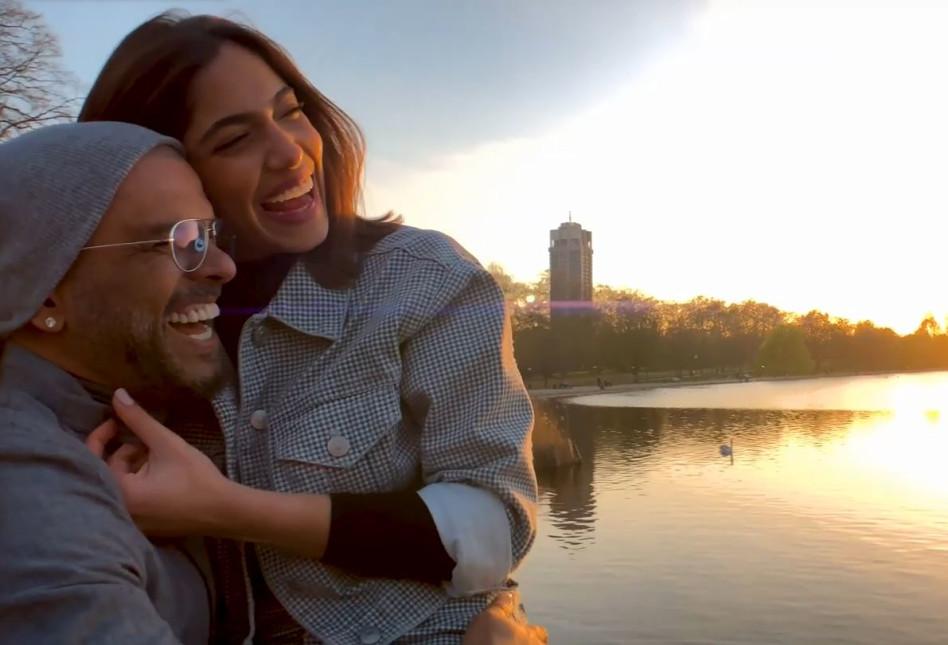 """מאוהבים מתמיד. דניאל גרינברג ואייל גולן (צילום מסך מתוך הקליפ """"לונדון)"""