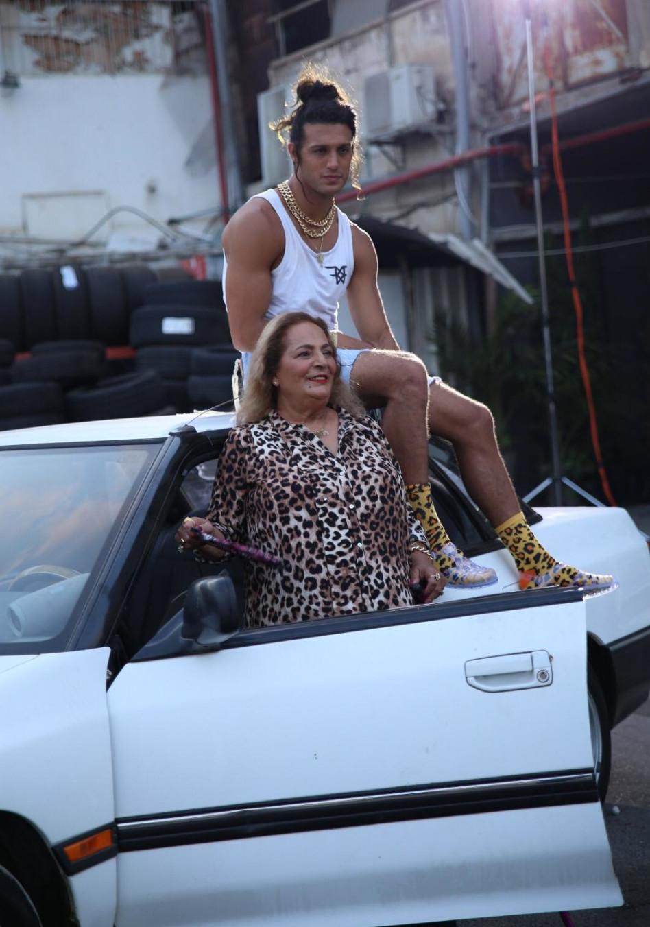 אסף גורן ואמו. (צילום:מאיה ברק)