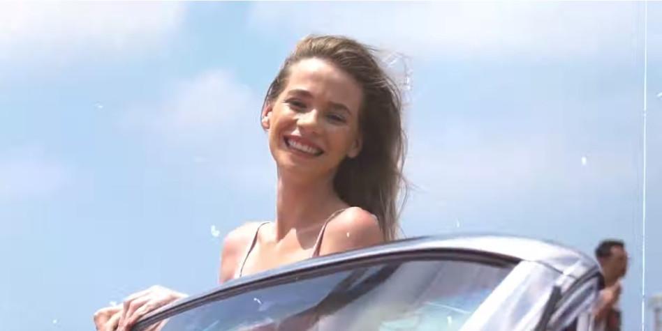 """בקרוב כוכבת חדשה. סטפני חזניוק (צילום מסך מתוך הקליפ """"דיסקו בירח"""""""