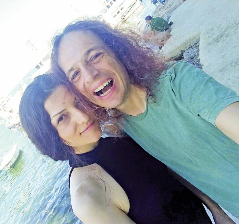 אמיר חצרוני ובת הזוג החדשה (צילום פרטי)