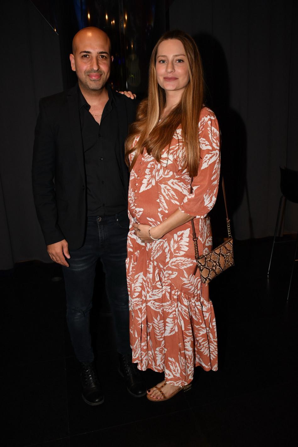 חזי דין ואשתו הלן בארי ההריונית (צילום: אביב חופי)