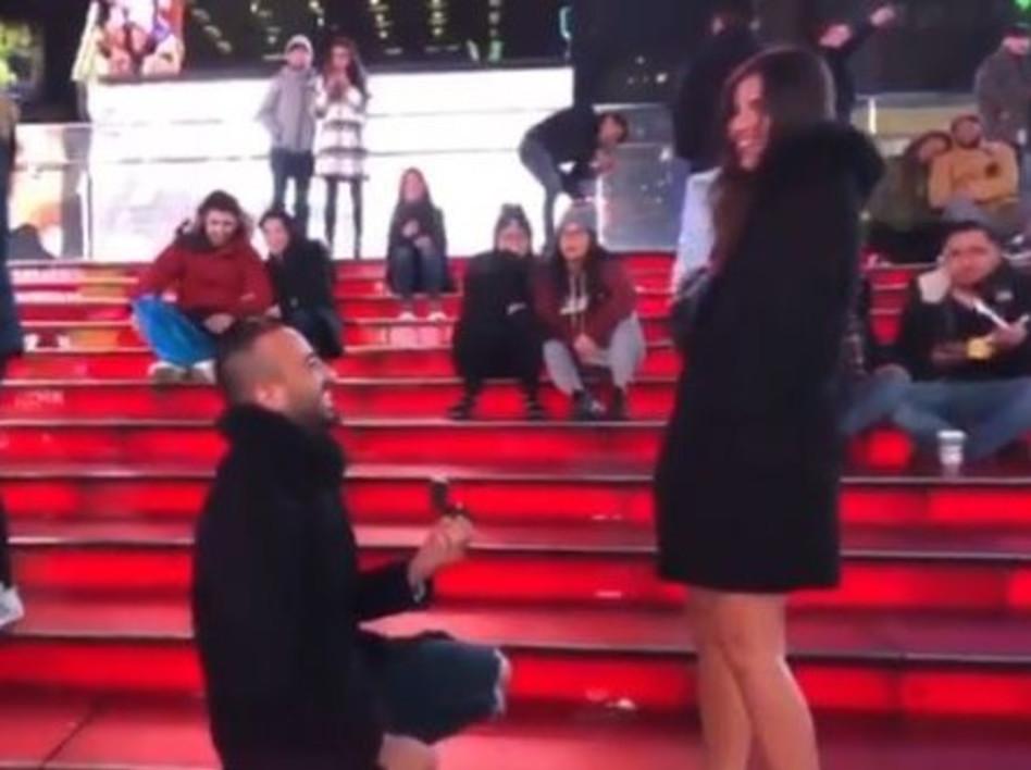 הצעת הנישואין. מאור אדרי ונאור פוני בניו יורק (צילום: אינסטגרם)