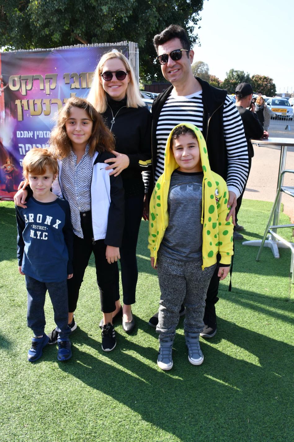 איציק כהן והמשפחה (צילום: אביב חופי)