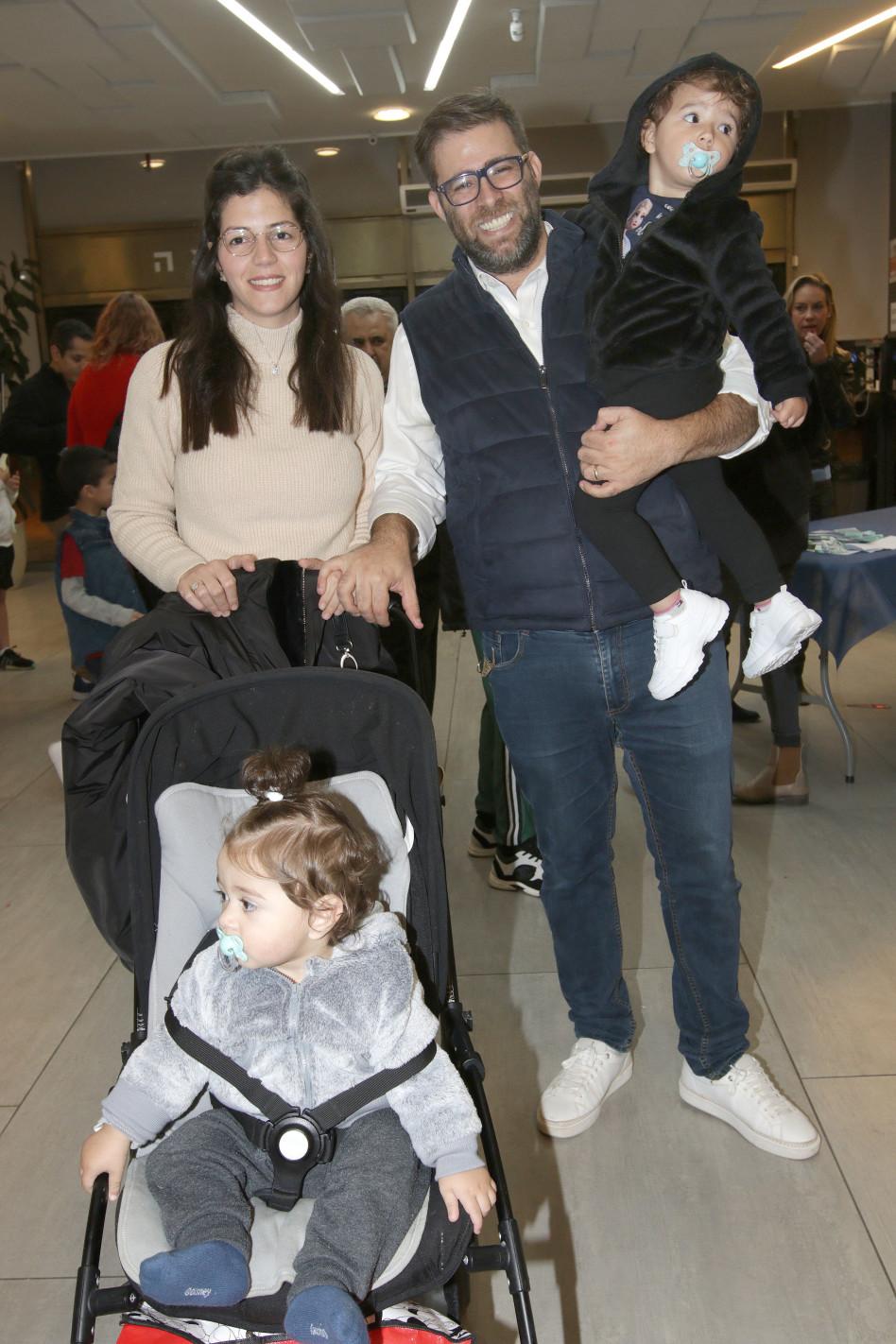 אורן חזן ומשפחתו (צילום: ענת מוסברג)