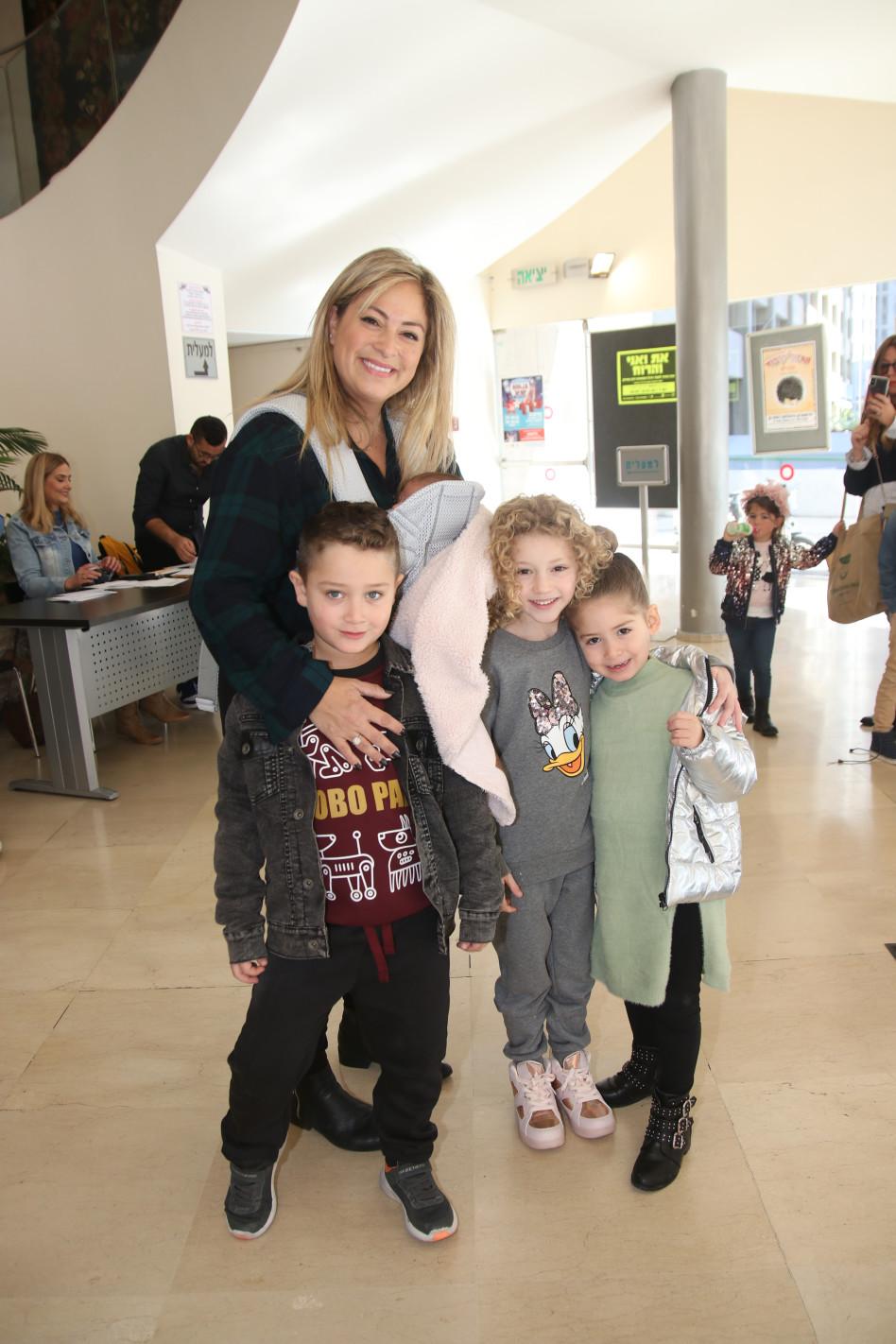 ליהיא גרינר וכל הילדים (צילום: אור גפן)