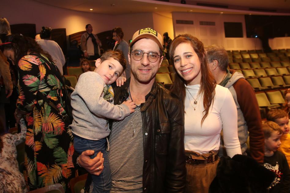 משה אשכנזי עם אשתו והילד (צילום: אור גפן)