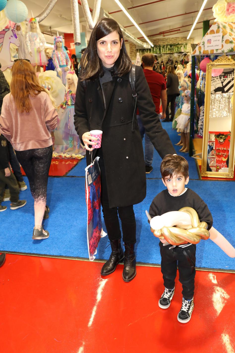 סיון קליין ובנה (צילום: רפי דלויה)