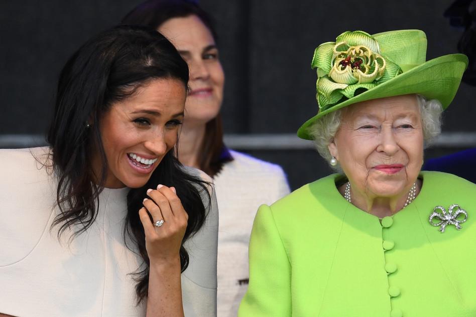 לפני שהפכו לצ'ילבות. המלכה אליזבת ומייגן מרקל (צילום:  Jeff J Mitchell  Getty Images)