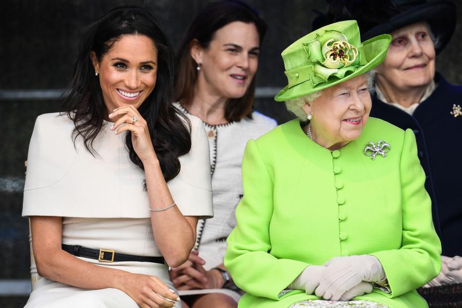 היא עוד תראה לך מה זה. המלכה אליזבת ומייגן מרקל (צילום:  Jeff J Mitchell  Getty Images)