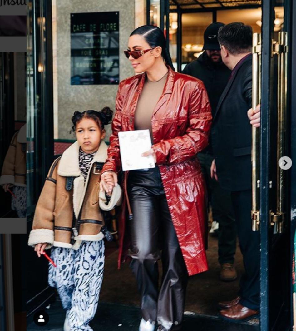אוכלות צהריים בפריז, בירת האופנה. קים קרדשיאן ונורת' ווסט (צילום: אינסטגרם)