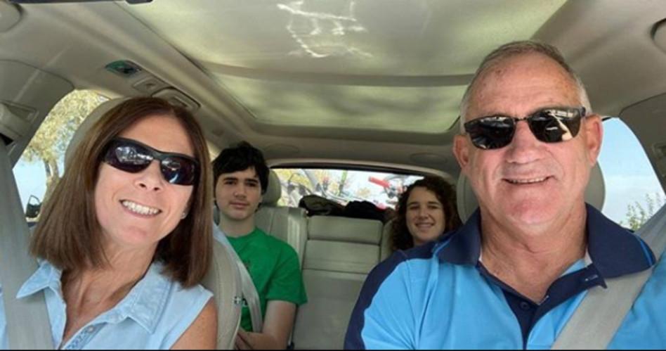 בני גנץ והמשפחה (צילום: אינסטגרם)