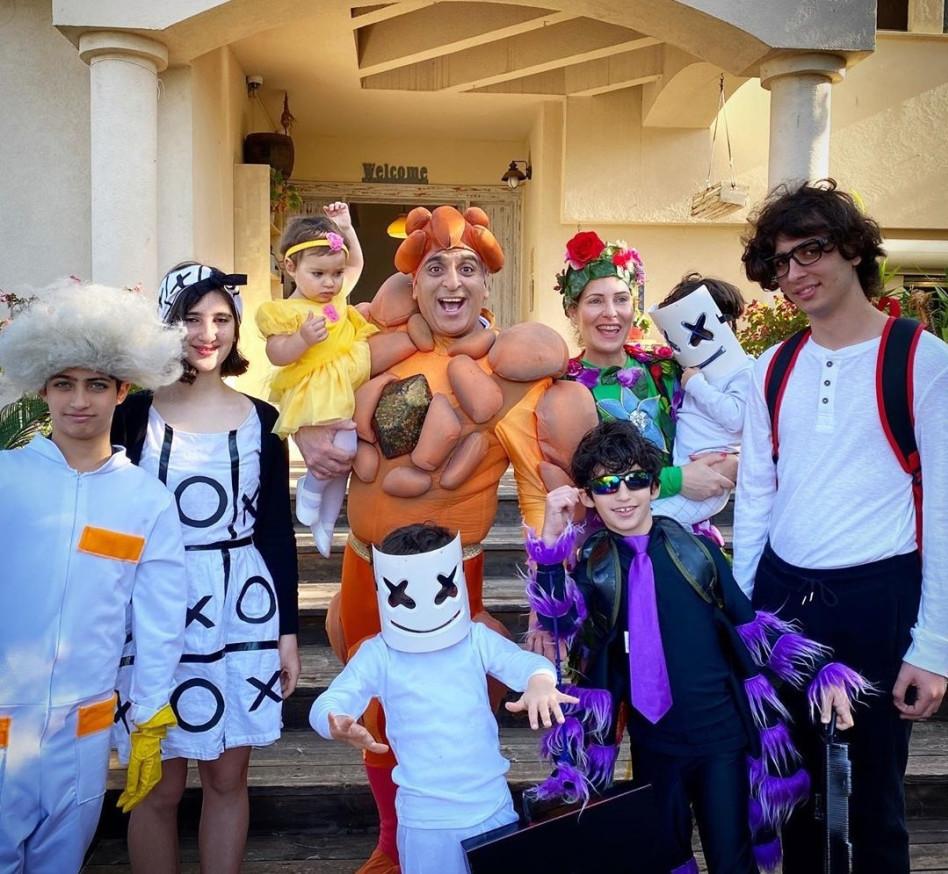 יובל המבולבל ומשפחתו בפורים (צילום: אינסטגרם)