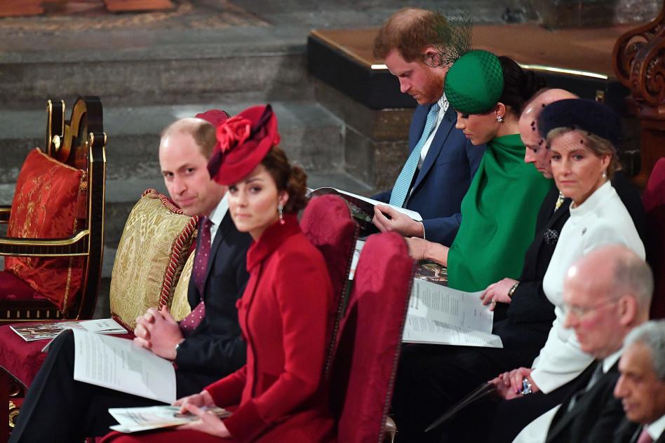 שום מילה. הדוכסים מסאסקס והדוכסים מקיימברידג' (צילום:  PHIL HARRIS  Getty Images)