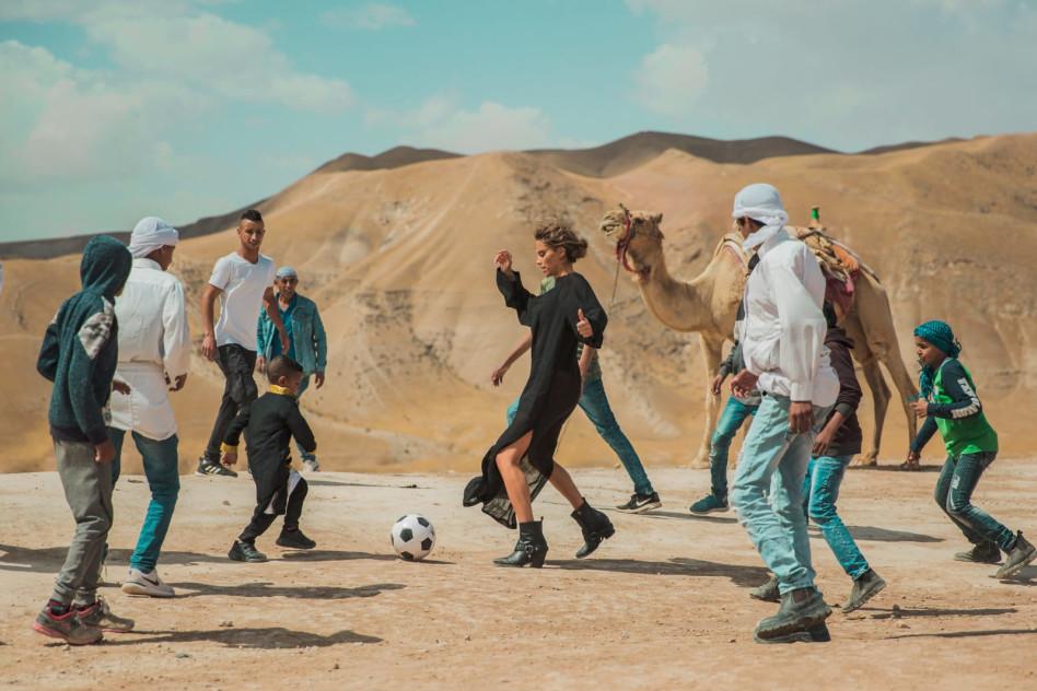 רותם סלע משחקת כדורגל (צילום: נוי ערקובי)