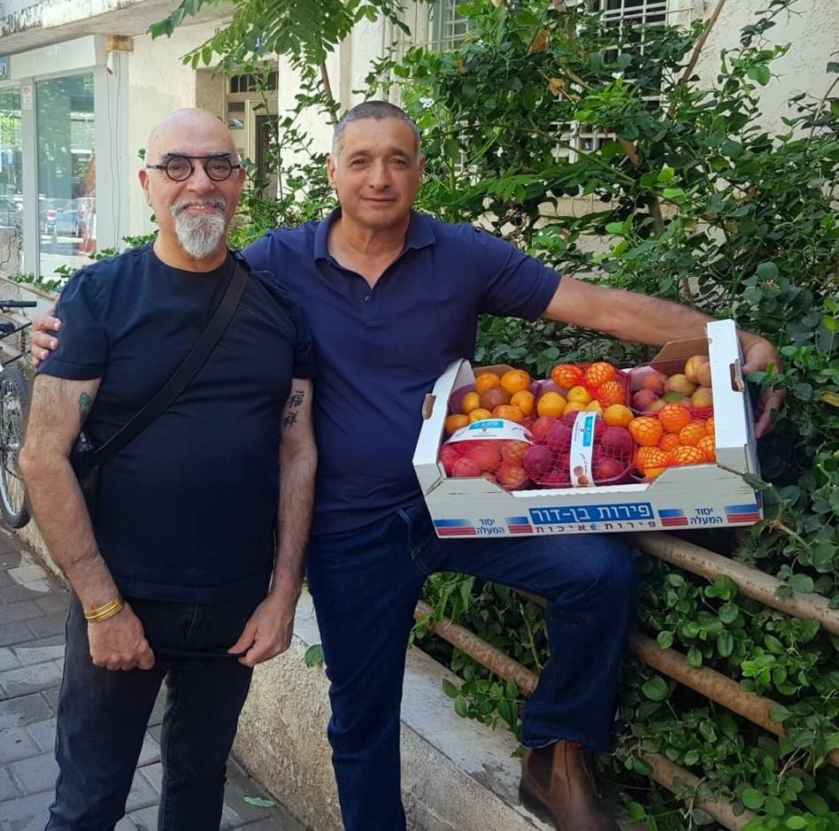 ירון בלחסן וישראל אהרוני (צילום: ארגון מגדלי הפירות בישראל)