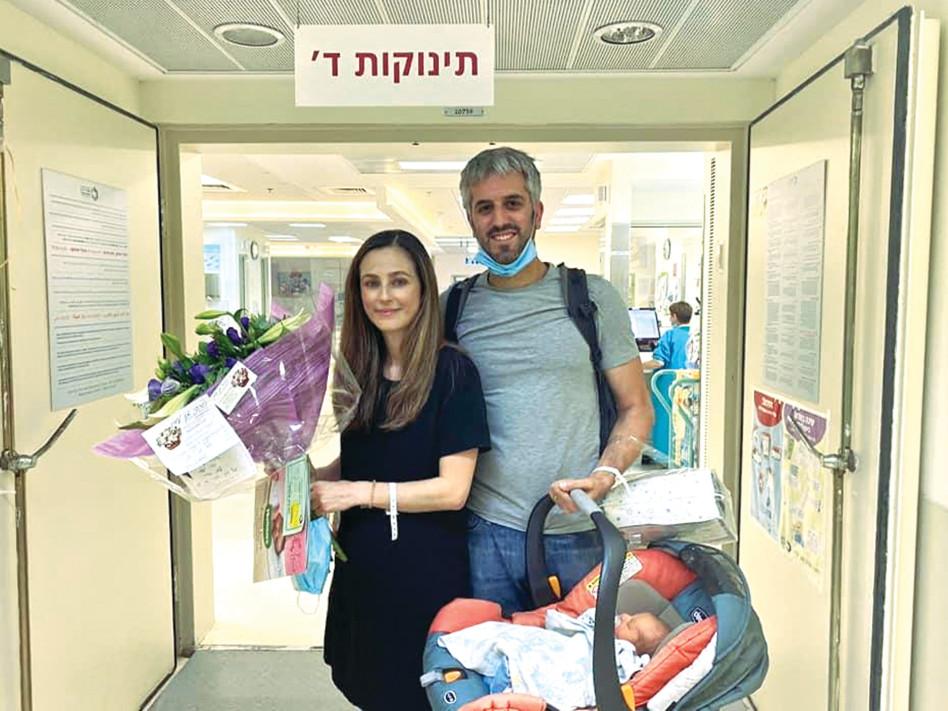 מירב כהן, בן זוגה והתינוק החדש (צילום: מתן נברו)