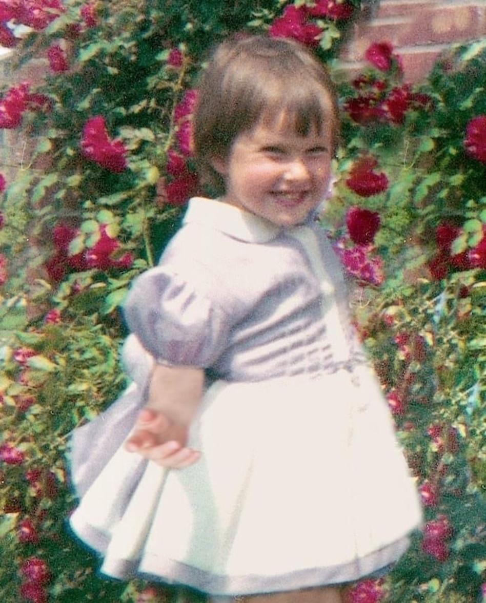 שרי אריסון תמונת ילדות  (צילום: פייסבוק)