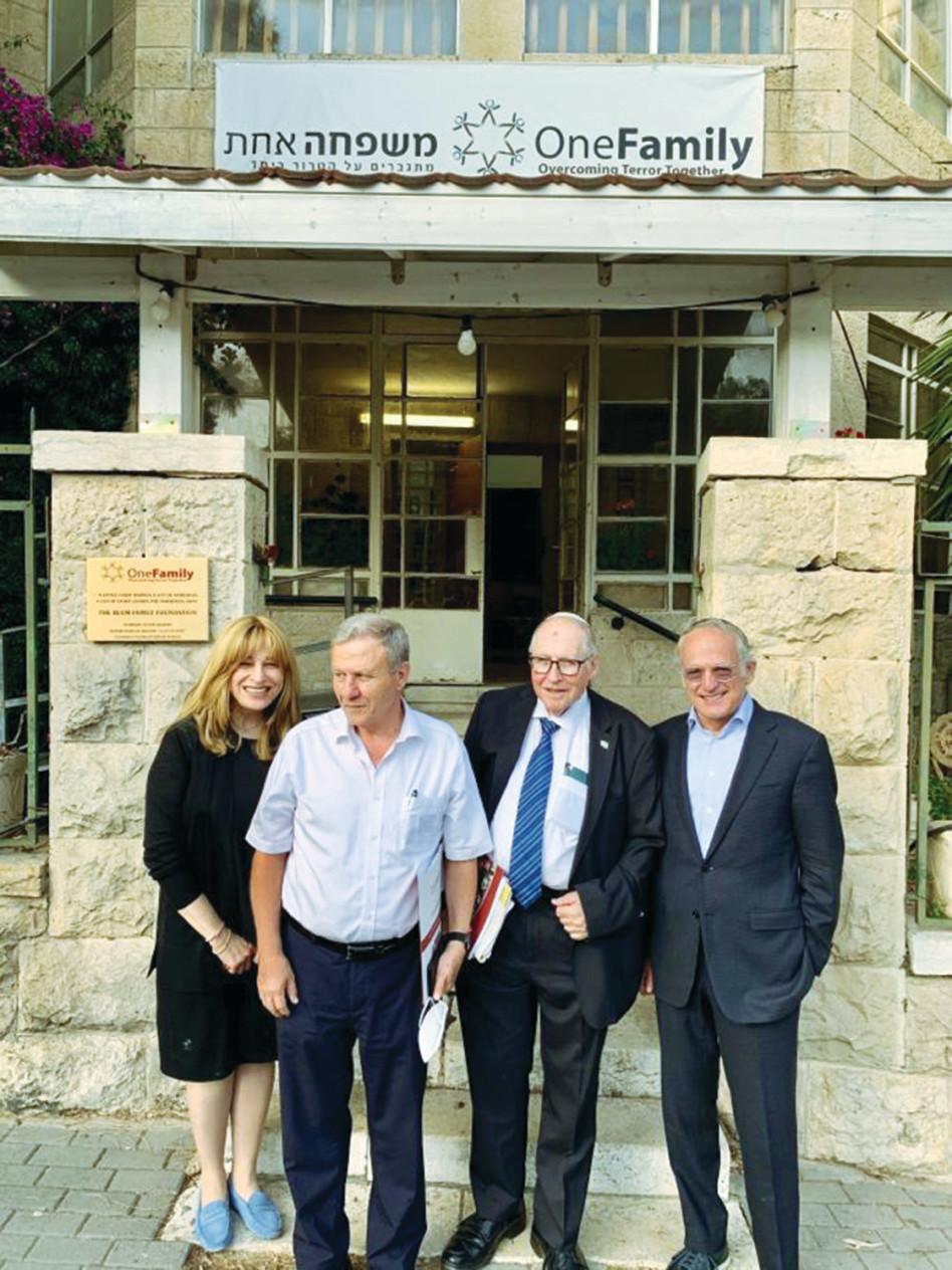 מרק בלזברג, אליקים רובינשטיין, מאיר שטרית ושנטל בלזברג (צילום: עמותת משפחה אחת)