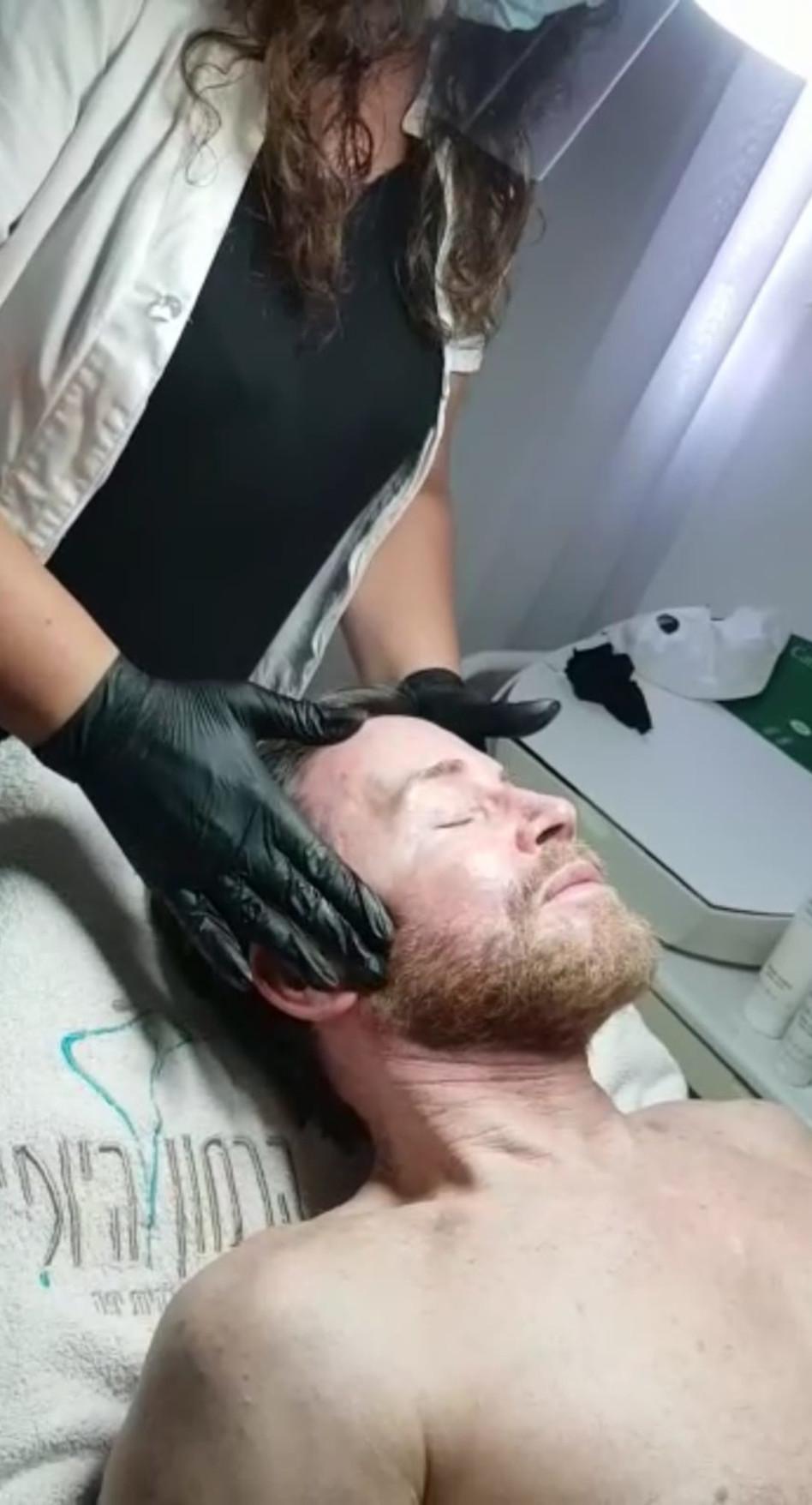 דוד דביר בטיפול הבוטוקס הקבוע (צילום: יח''צ)
