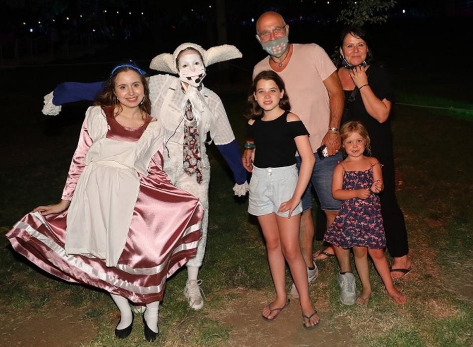 דביר בנדק עם אשתו והילדים (צילום: רפי דלויה)