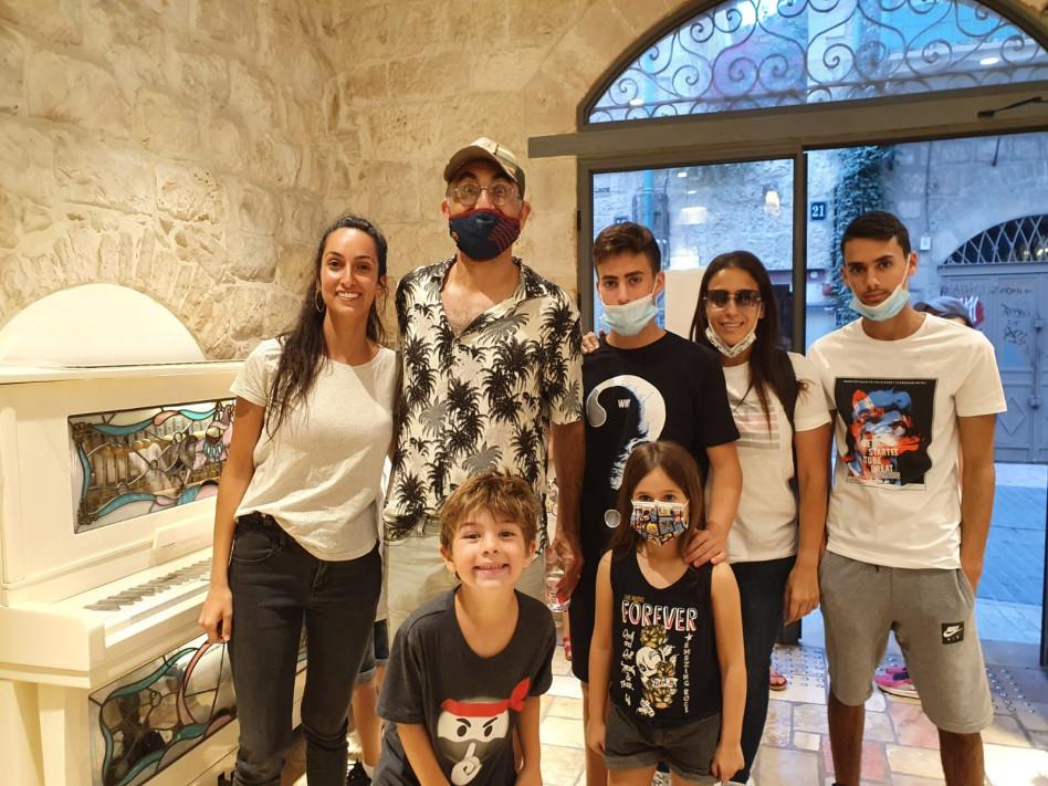 ישראל קטורזה והמשפחה (צילום: פרטי)