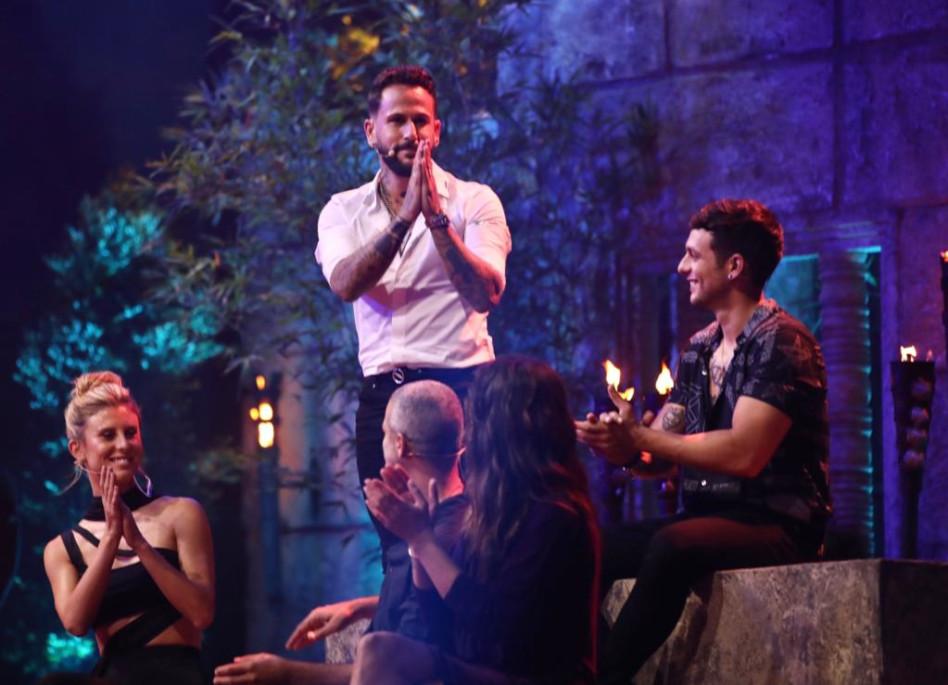 אסי בוזגלו זוכה בחביב הקהל בגמר הישרדות (צילום: אור דנון)