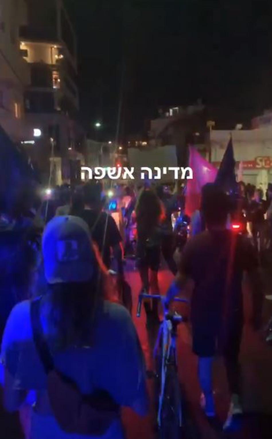 מאור שוויצר מתעד מההפגנה בתל אביב (צילום: צילום מסך אינסטגרם)