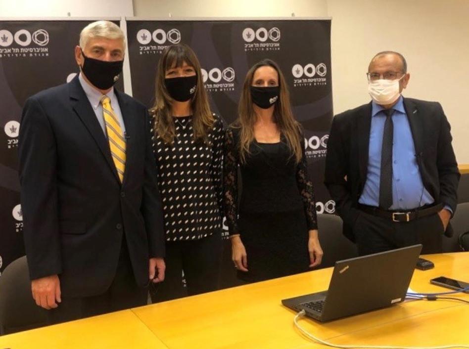 עוזי רבי, עדי אולמרט, ציפי ויגאל לנדאו (צילום: דוברות האוניברסיטה)
