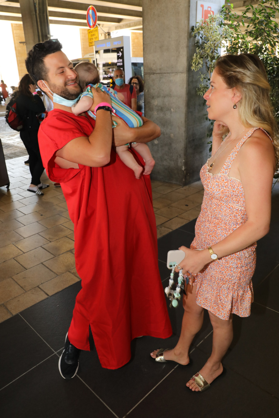 גיא הוכמן ואשתו (צילום: רפי דלויה)