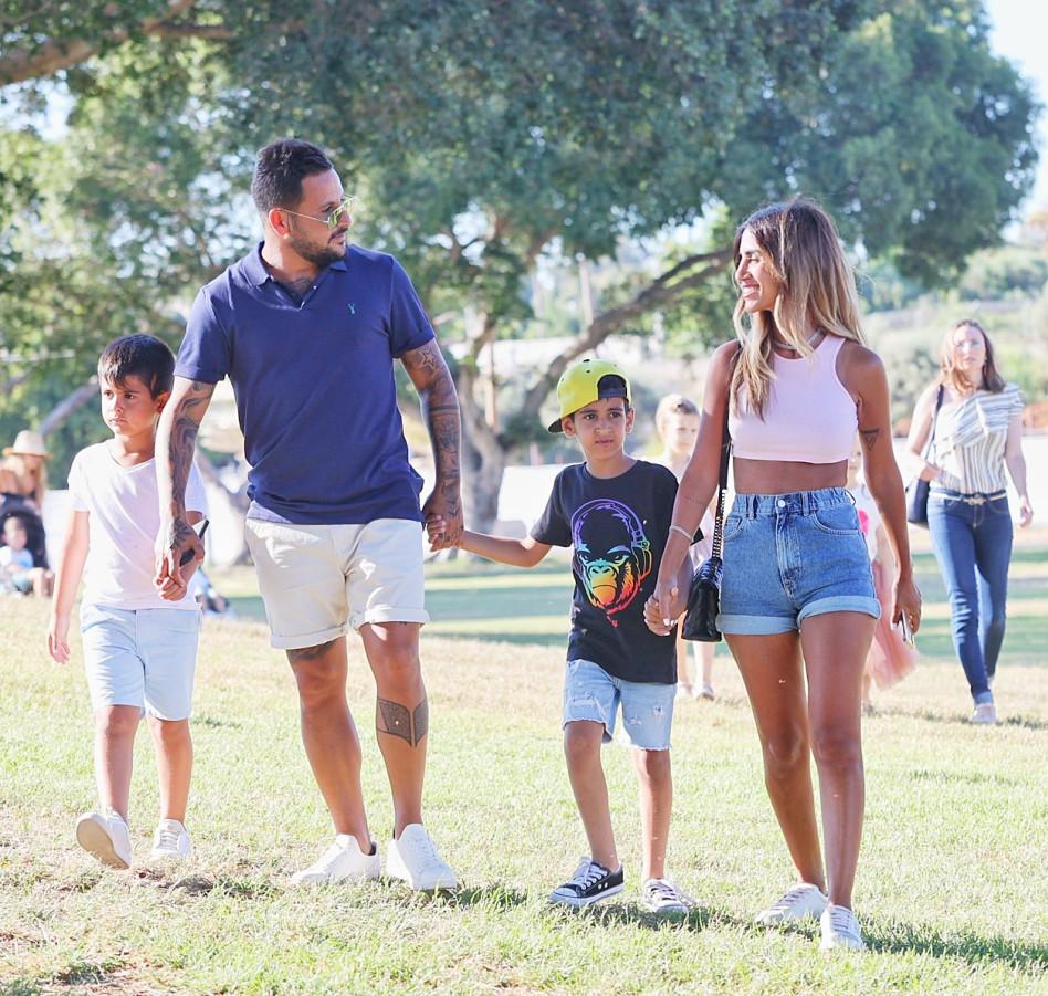 פאני בוזגלו, אוהד בוזגלו והילדים (צילום: רפי דלויה)