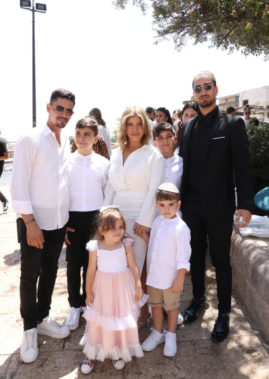 שון בלאיש, ג'קי אזולאי, ישראל אזולאי והילדים (צילום: אור גפן)