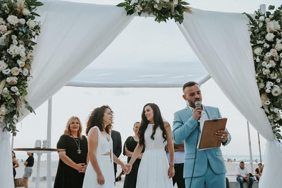 אסיף אלקיים מחתן זוג מקהילת הלהט\'\'ב (צילום: שחר וין)