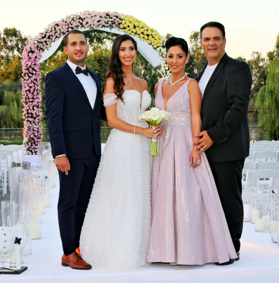 רינת ומוטי כוזהינוף, עם בתם ובעלה (צילום: רפי דלויה)