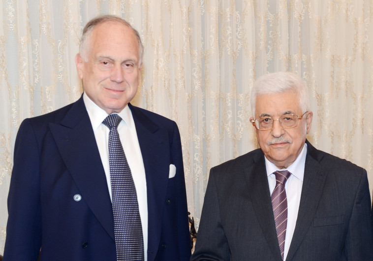 לא לבד. רון לאודר עם אבו מאזן, צילום: Getty Images