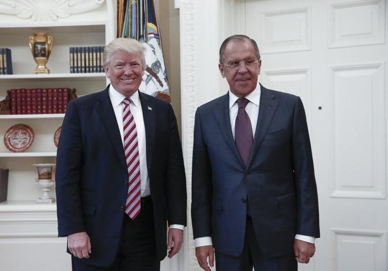 לא מזדון אלא מחוסר הבנה. דונלד טראמפ עם סרגיי לברוב , צילום: AFP