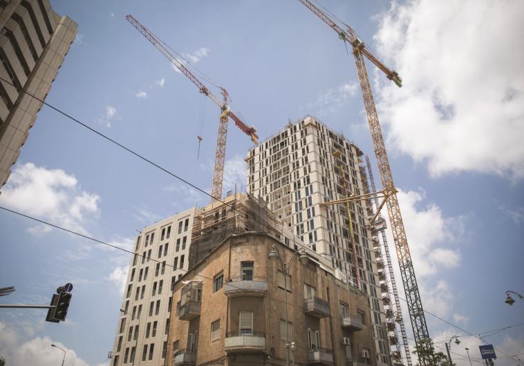 לא יהפכו לדירות רפאים. עבודת בניין, צילום: הדס פרוש, פלאש 90