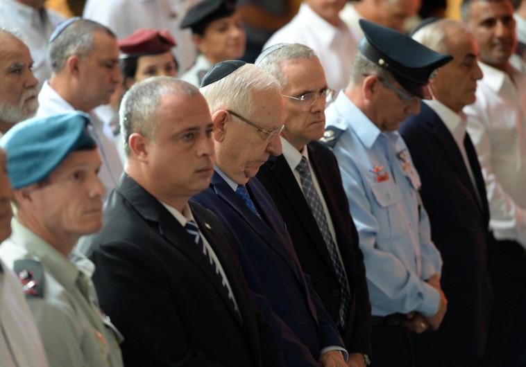 """הנשיא ריבלין וח""""כ חיליק בר בטקס זיכרון יום הכיפורים. צילום: מארק ניימן, לע""""מ"""