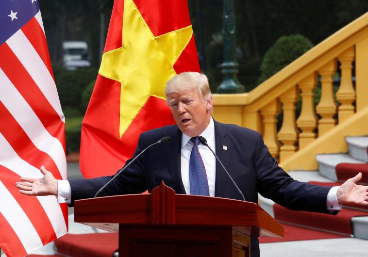 הנשיא טראמפ במסיבת עיתונאים בהאנוי