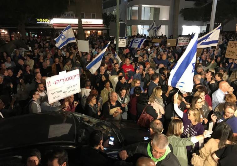 """הפגנת פ""""ת ברוטשילד תל אביב . צילום: אבשלום ששוני"""