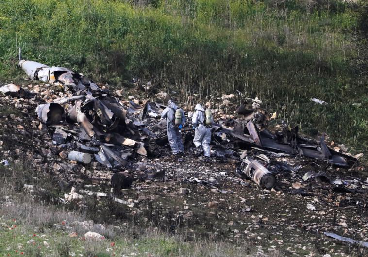 לא עצר את הפעילות. שרידי ה-F-16 שהופל על ידי סוריה, צילום: רויטרס